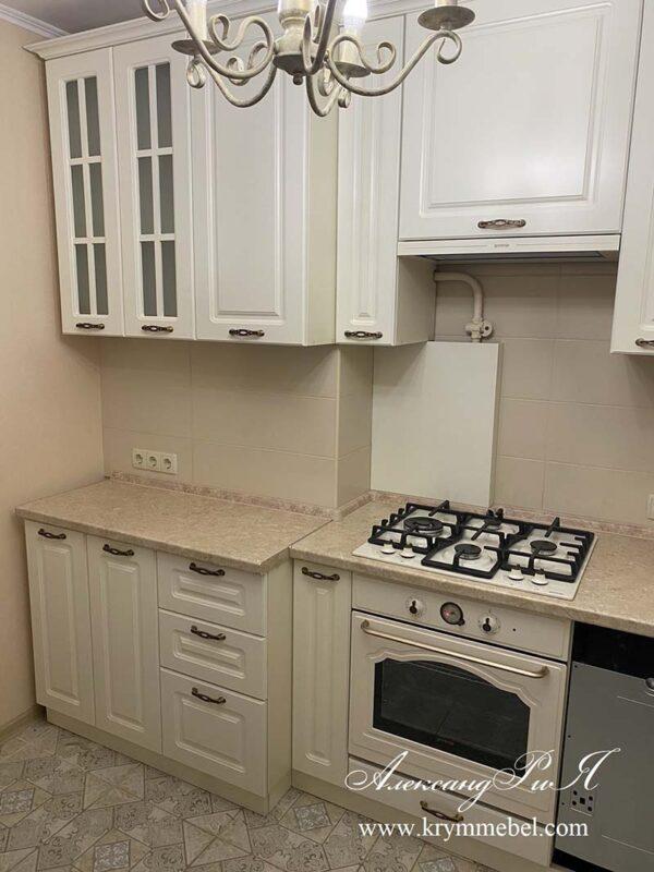 Белая крашеная кухня с матовыми фасадами