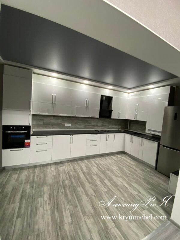 Кухня крашеная в белом цвете глянец