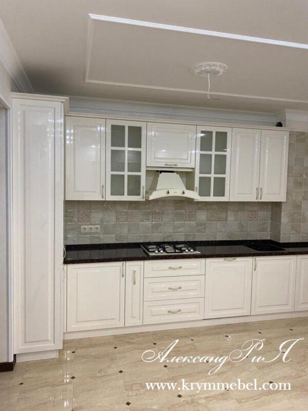 Кухня крашеная в глянцевом белом цвете