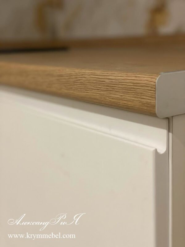 Кухня МДФ крашеный ультрабелый глянец с интегрированной ручкой